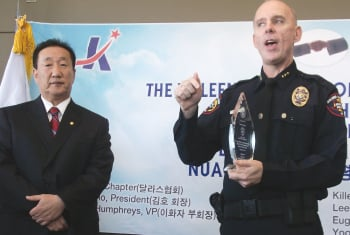Group thanks Killeen police officers