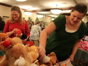 450 military families receive food, toys for Christmas at Jolly Holly