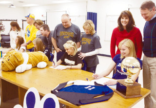 4 instrumental Lady Dawgs sign college letters of intent