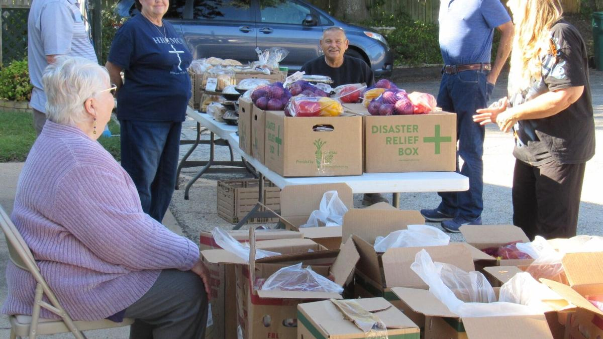 Volunteers pass out free food in Harker Heights