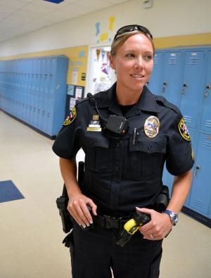 female police officers 9325.jpg