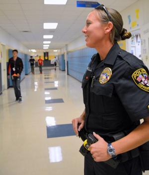 female police officers 9340.jpg