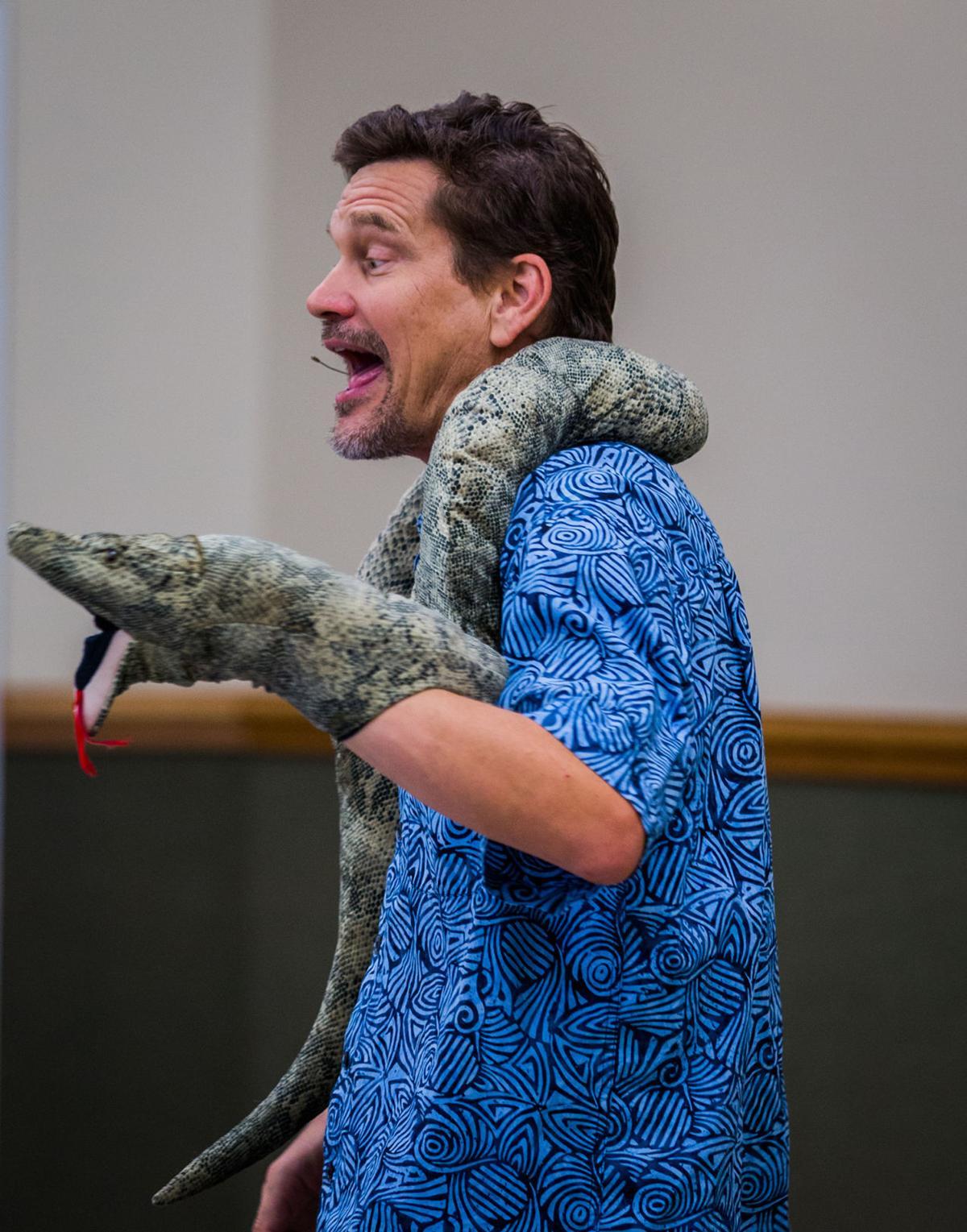 Singing-Zoologist-2.jpg