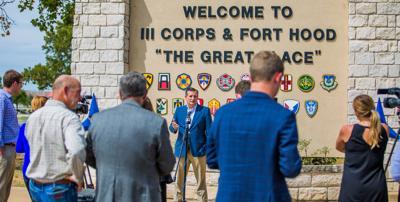 Cruz visits Fort Hood