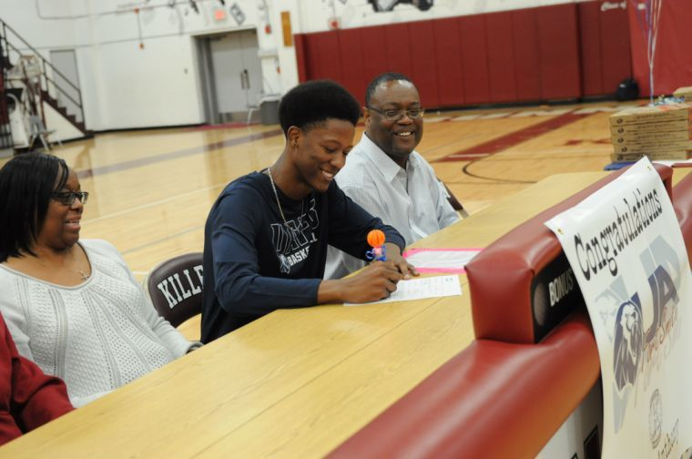 Roos' Melvin Anthony signing