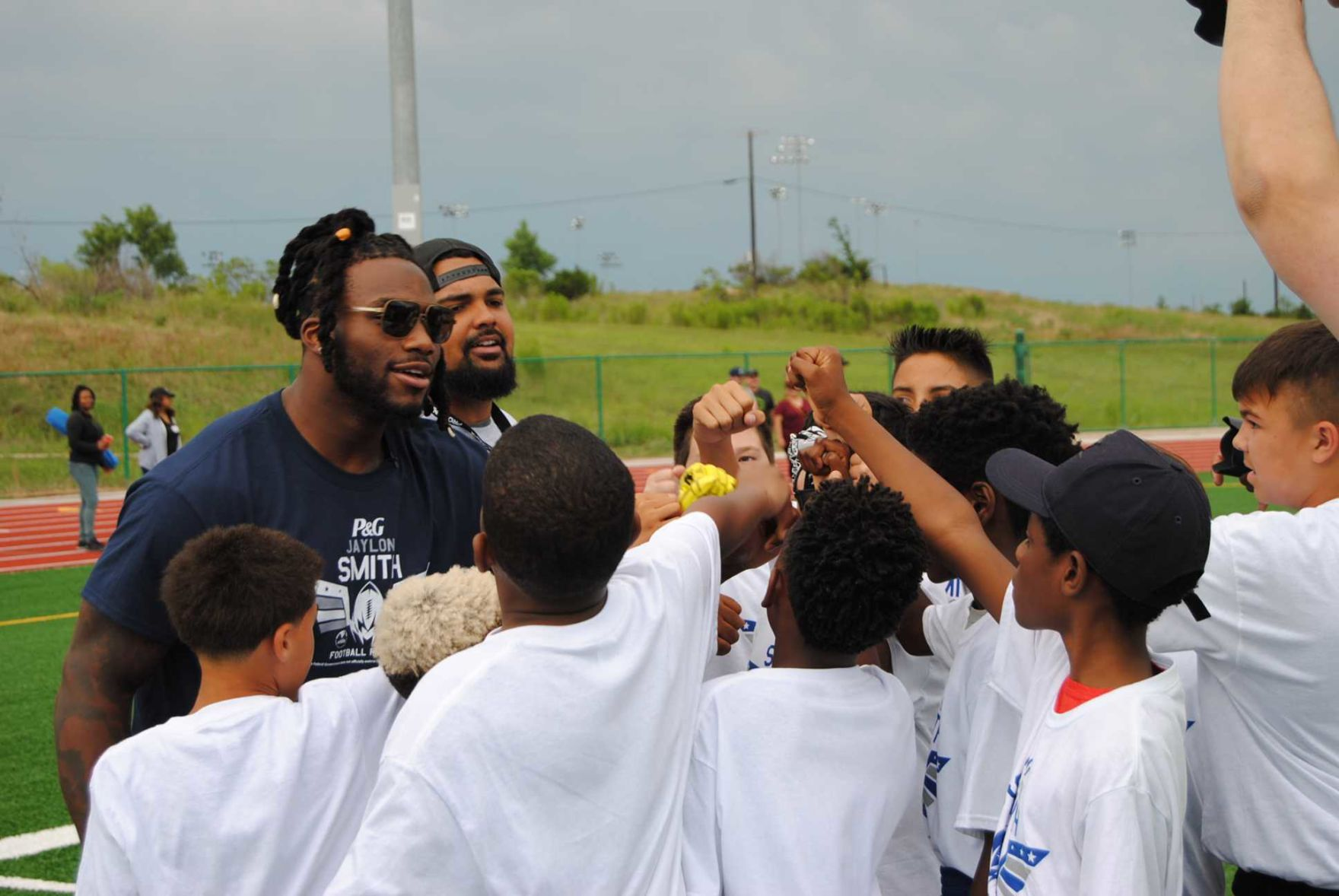 Military kids get the opportunity to learn from Dallas Cowboy, Jaylon Smith