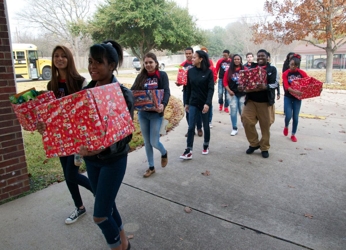 Teens donate toys food and decorate ronald mcdonald house for killeen isd career center future business leaders of america students deliver toys and food dec 9 to the ronald mcdonald house in temple malvernweather Choice Image