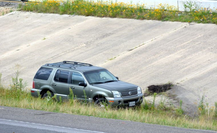 Single-vehicle accident stalls traffic on U.S. 190