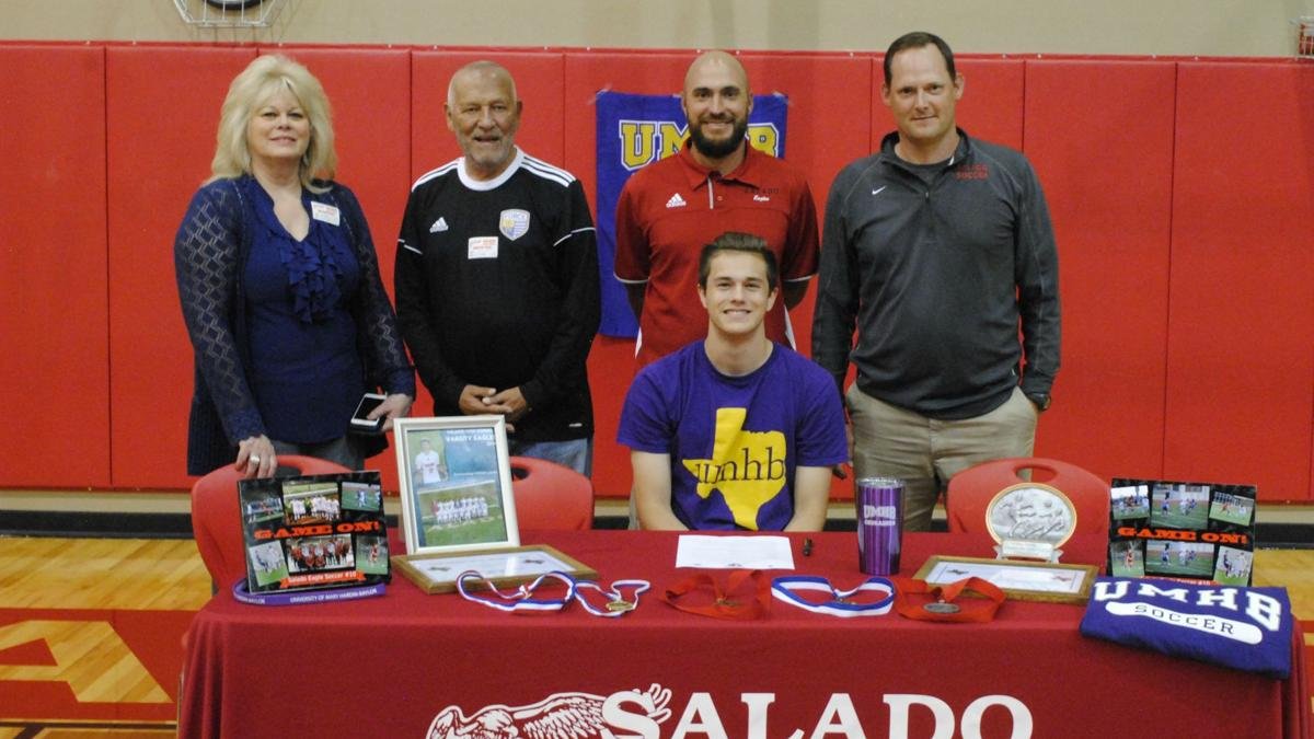 Salado's Loullis signs to play for Mary Hardin-Baylor