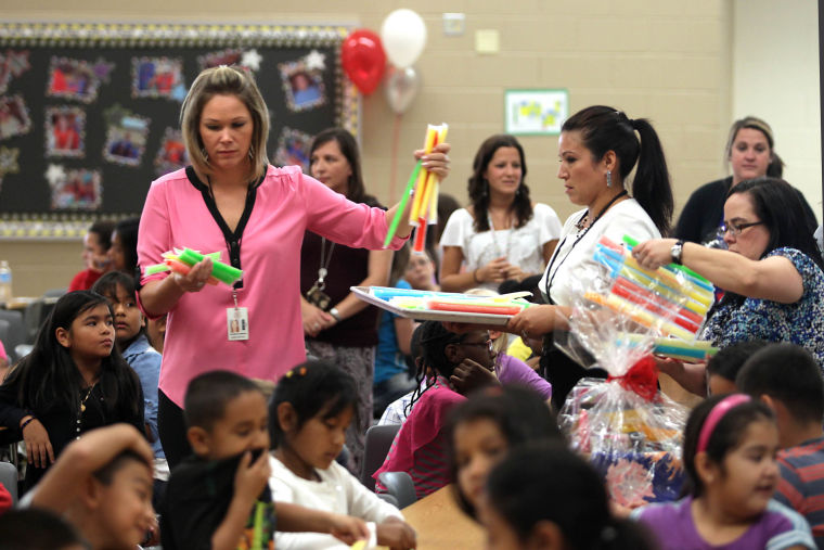 Walmart rewards teachers