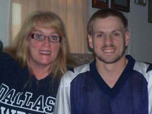 Cystic fibrosis sufferer waits for lung, kidney donations