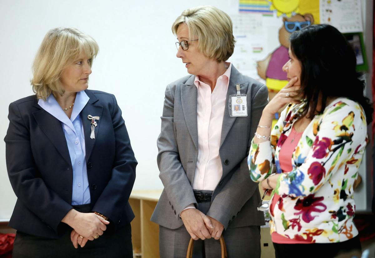 Hollyanne Milley visits Fort Hood school, visits with teachers