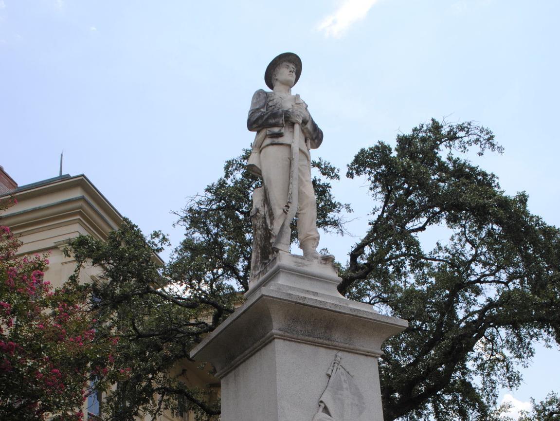 confederate statues1.JPG