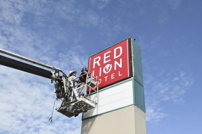 Sign replaced at Howard Johnson Hotel in Killeen | Local