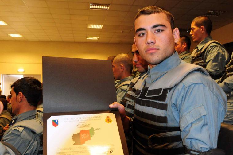 Troops train Afghan police