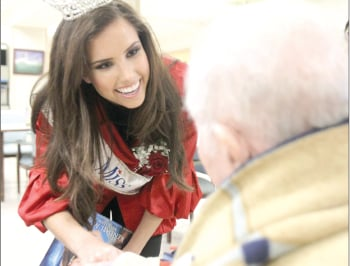 Miss Texas visits vets