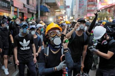 Chrystia Freeland condemns violence in Hong Kong, sparking backlash from China