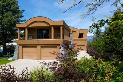 2104 Randall Street, Summerland | $3,490,000