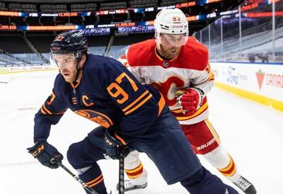 Connor McDavid scores hat-trick, adds two assists as Oilers batter Flames 7-1