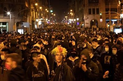 Angry youths rattle Spain in support of jailed rap artist