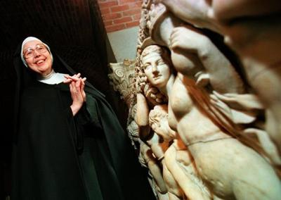 Art Historian Sister Wendy Beckett Has Died She Was 88 World News