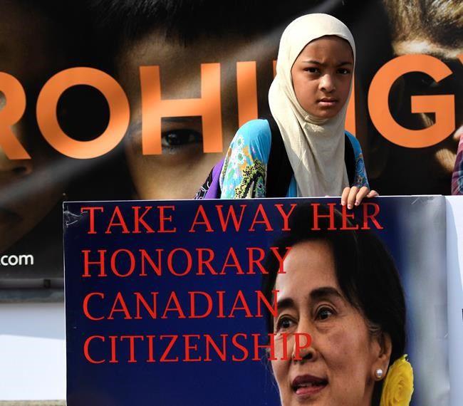 Suu Kyi tells Republican senator she seeks aid for Rohingya