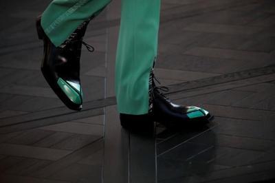 Dior brings art to Paris fashion for sculpted men's show