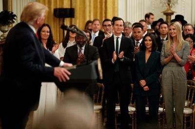 At White House, Kardashian promotes prisoner reentry effort