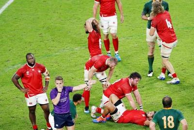Canadian forward Josh Larsen apologizes to Springboks for rugby red card