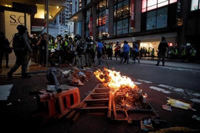 Hong Kong police make first arrests under new security law