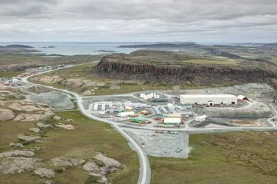 One dead after helicopter rolls on landing near Nunavut gold mine