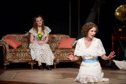Review The Glass Menagerie Local Actors Mesmerizing In Stripped Down Classic Entertainment Kelownadailycourier Ca