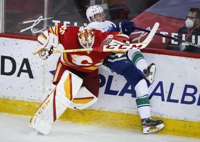 Lindholm, Tkachuk lead Calgary Flames in 4-1 win over Vancouver Canucks