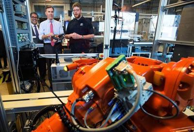 Feds Urged To Improve Transition >> A Robot Job Invasion U S Feds Shrug It Off Canada Feds Fret So