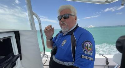 Gordon Spitler, encargado de vigilar la isla desde el agua