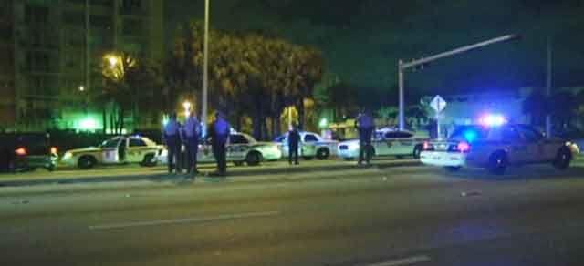 Policía de Key Biscayne busca a un joven que golpeó a un hombre y lo dejó inconsciente