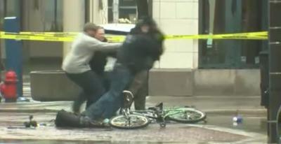 Milwaukee police tackle man during suspicious package investigation