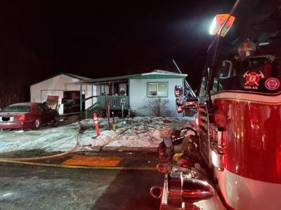 Spokane Valley firefighters extinguish Wednesday night mobile home fire