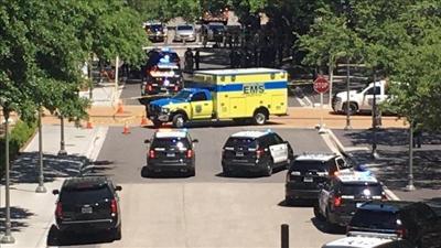 Authorities: 1 dead, several hurt in U. of Texas stabbings