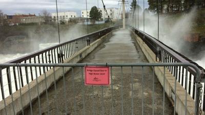 Spokane mayor declares flooding emergency, closes river