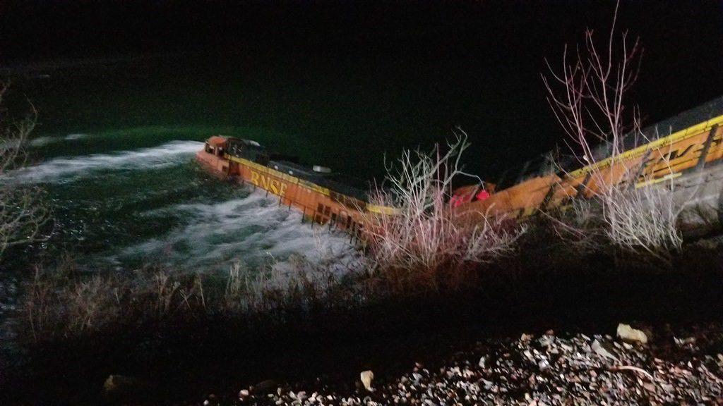 BNSF Train derailment Kootenai River