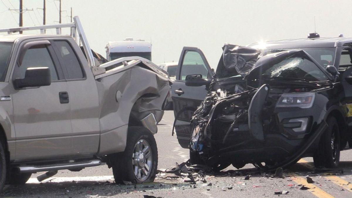 Grant County Sheriff's deputy hurt in 4-car crash near Moses