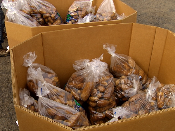 Washington farmers giving away 100,000 pounds of potatoes at Spokane fairgrounds Wednesday