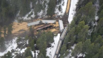 12 railroad cars derail in Boundary County