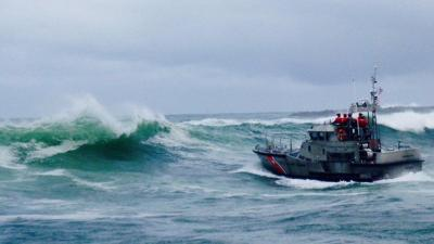 Fishing boat capsizes in Oregon, 3 killed