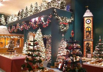 ACTION CAM: 'Old World Christmas Outlet' In Spokane Designing ...