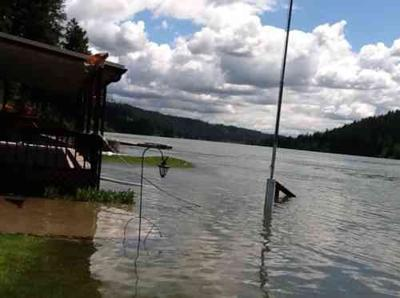 Homes Flooding On Pend Oreille River