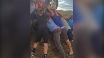 Youth football team rescues 2 from overturned car in Oregon
