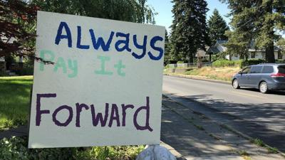"Spokane woman spreads ""pay it forward"" message through a sign"