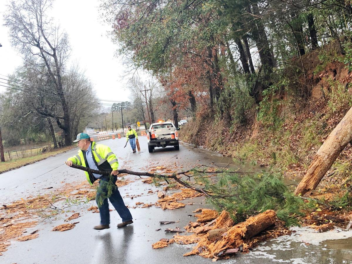 Winter storm rages, rattles windows, brings flooding back to Kilgore roads